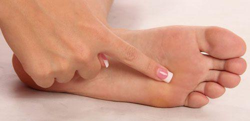 ترک خوردن پوست کف پا