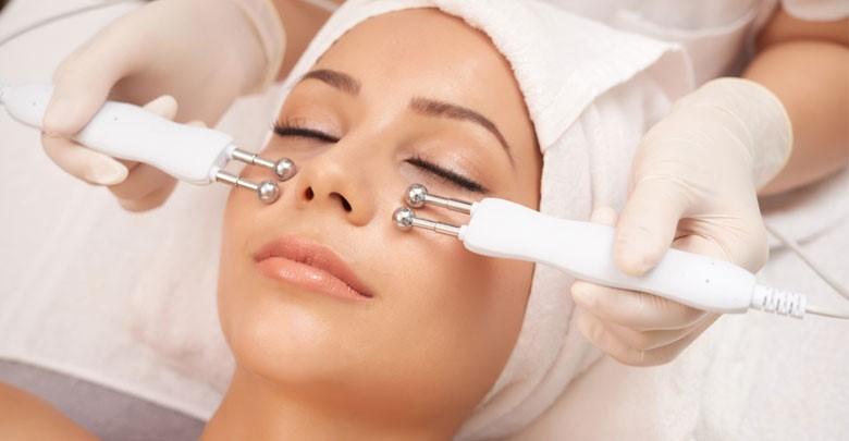 جوانسازی پوست با دستگاه و هر چیزی که باید برای انجام بی خطر آن بدانید